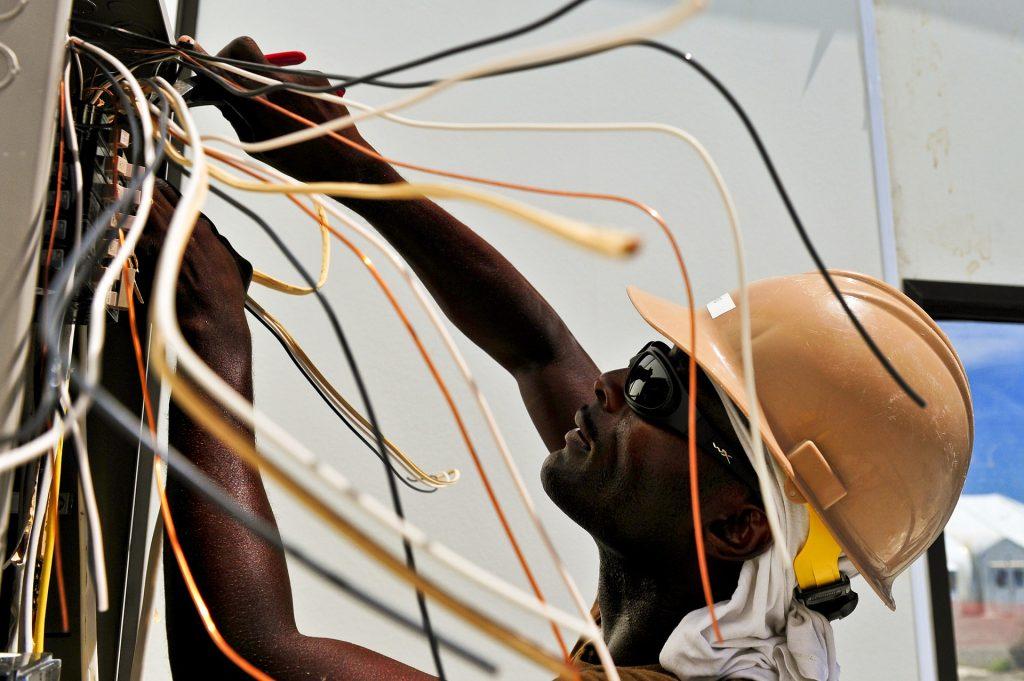 eletricista que recebe adicional de periculosidade