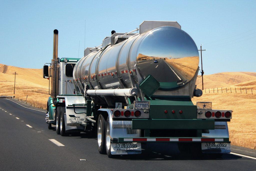 caminhão transportando substância inflamável